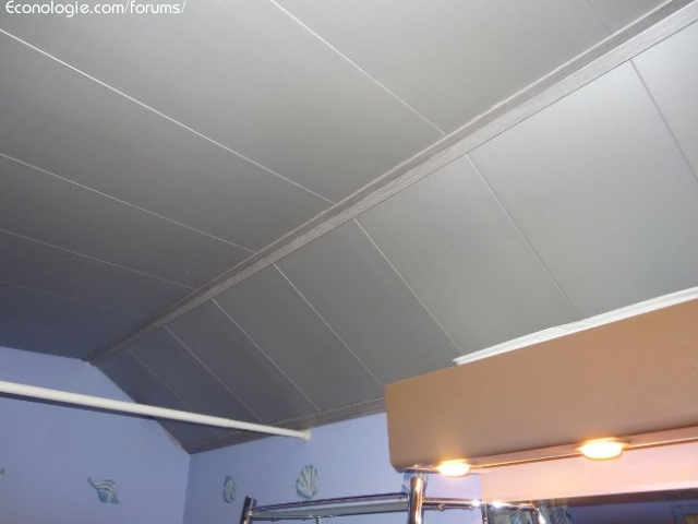 Isolation int rieure d 39 un plafond salle de bain unilin for Raccord lambris pvc plafond