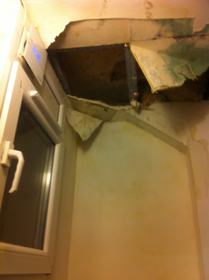 et l de leau coule pas grand chose et il possible que la condensation puisse faire autant dhumidit - Faux Plafond Salle De Bain Humidite