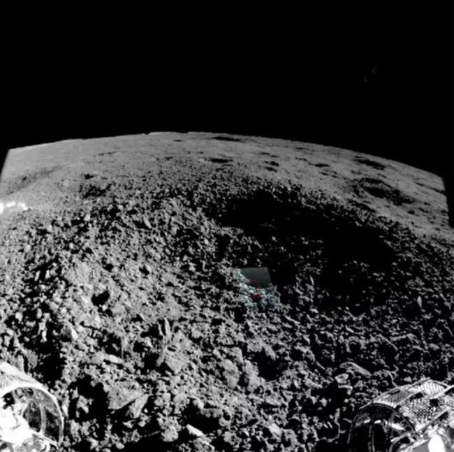 पदार्थ-अजीब-गड्ढा चंद्र का सामना नीचे नए छवि 1.jpg
