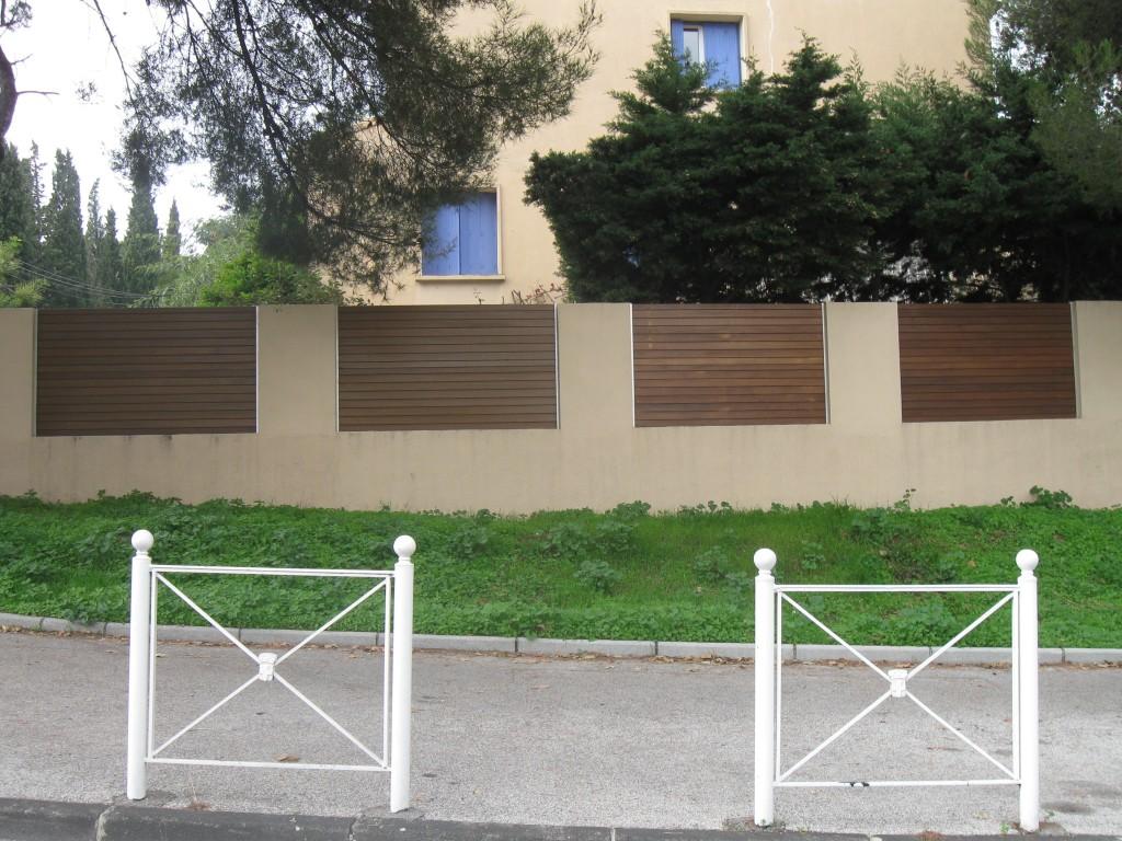 北の壁の柵のために保持された選択.jpg