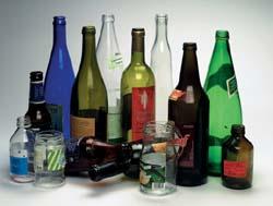déchets ménager: bouteilles en verre à recycler