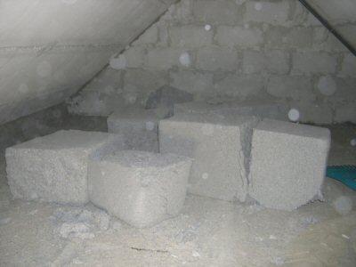 セルロース断熱材のバルク敷設