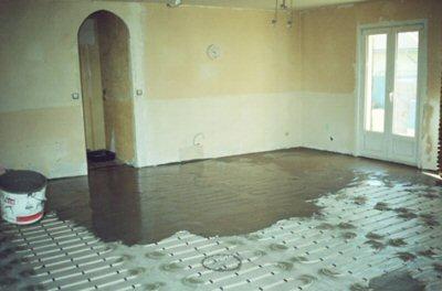 maison lectrique maison solaire cloison et pose du plancher chauffant habitation. Black Bedroom Furniture Sets. Home Design Ideas