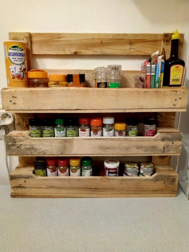 Spice rack in palette