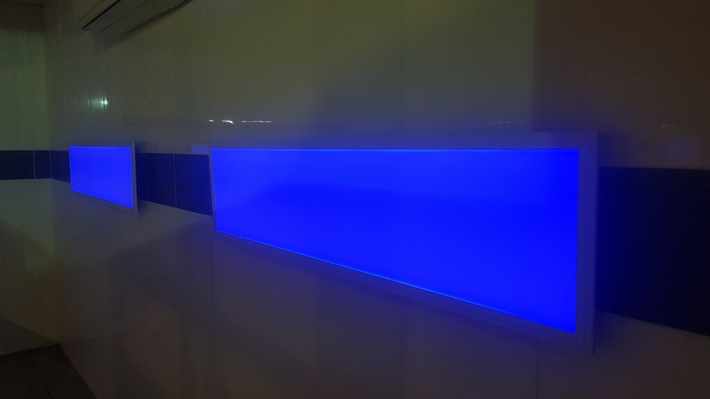 لوحة قيادة زرقاء
